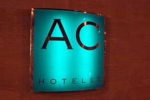 Rótulo luminoso para interior en AC hoteles