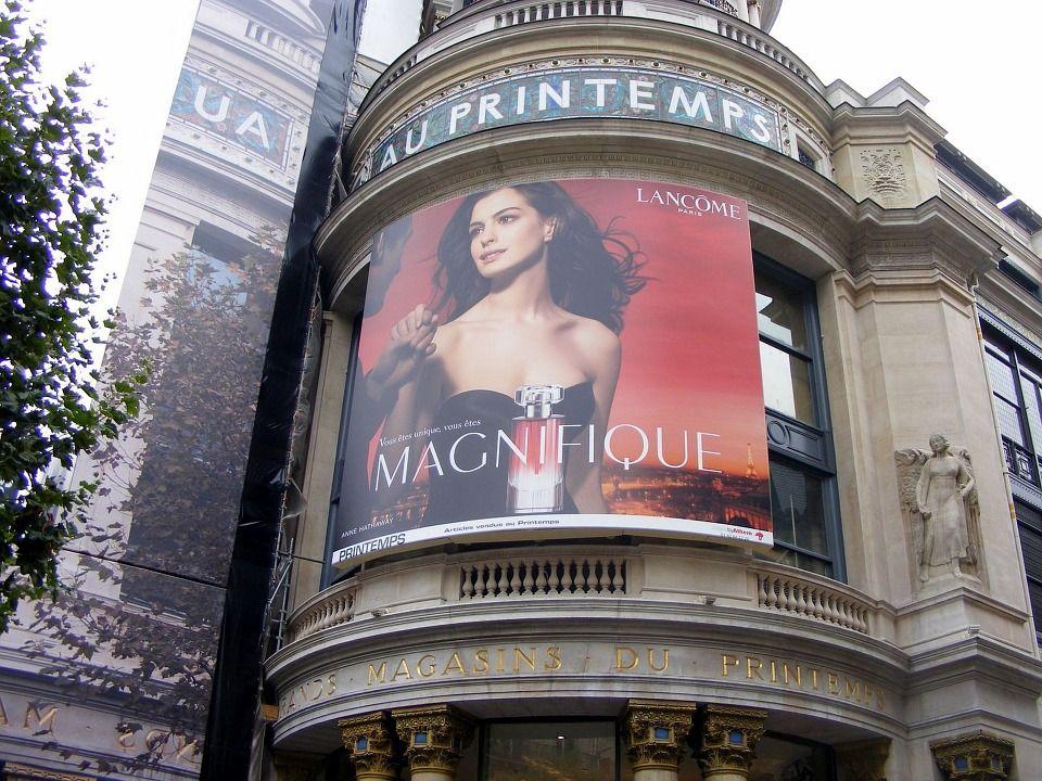 publicidad en exterior de edificio en francia