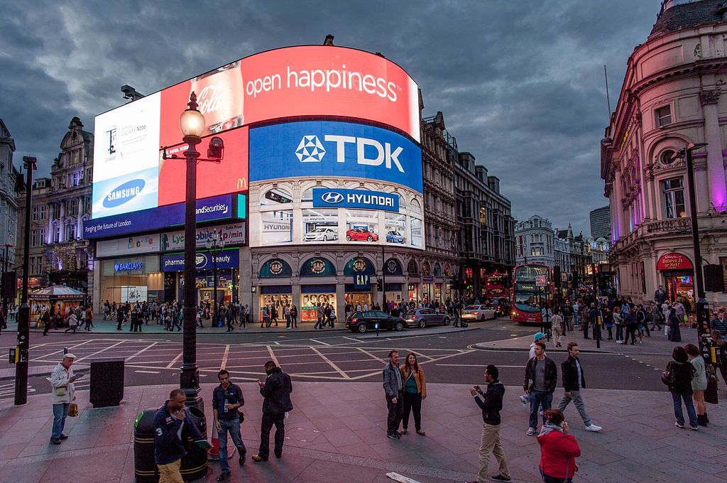 esquina de londres con carteles display led