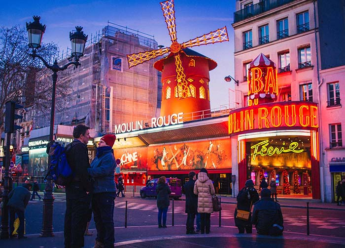 moulin-rouge-paris-hotels