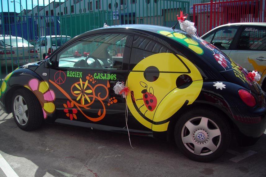 coche con rótulos