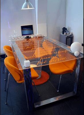 vinilo impreso en mesa