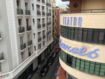 Aviso rotulado teatro Barceló