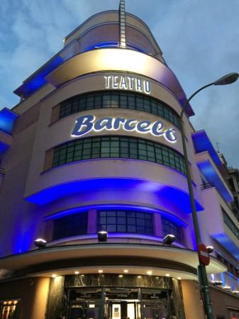 Fachada rótulo luminoso teatro Barceló