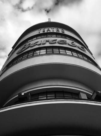 Fachada teatro Barceló escala de grises