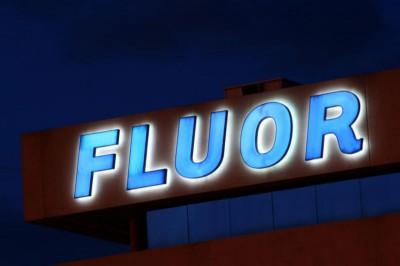 Iluminación en rótulo fluor
