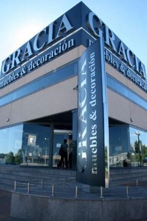 Rotulación de fachada muebles gracia
