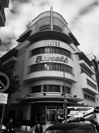 Rotulación en entrada principal teatro Barceló